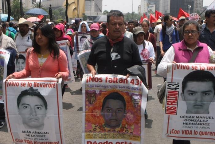 Familiares de los normalistas de Ayotzinapa marcharán a la PGR. Foto: Valentina López, SinEmbargo.