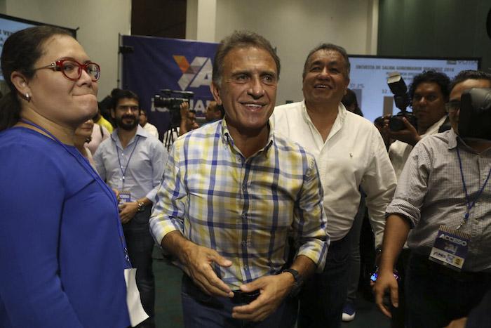 Miguel Ángel Yunes Linares, denunció esta mañana que el Gobernador Duarte lo intentó intimidar deteniendo momentáneamente a su hijo, Fernando Yunes. Foto: Cuartoscuro