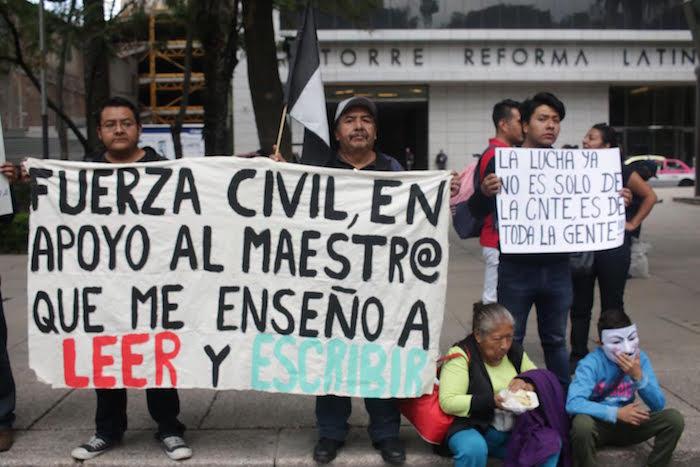 Ciudadanos en apoyo a la CNTE en marcha de la Ciudad de México.Foto: Francisco Cañedo SinEmbargo