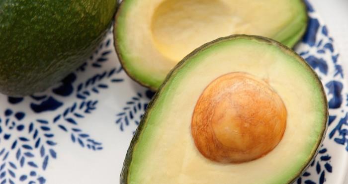 El aguacate es un ingrediente fundamental en la cocina mexicana. Ya sea como base de un platillo –por ejemplo el guacamole– o como complemento en tortas (emparedados), enchiladas, tostadas, flautas (tacos dorados) y hasta sopas, como en el caso de la sopa de tortilla. Foto: GlobalVoices