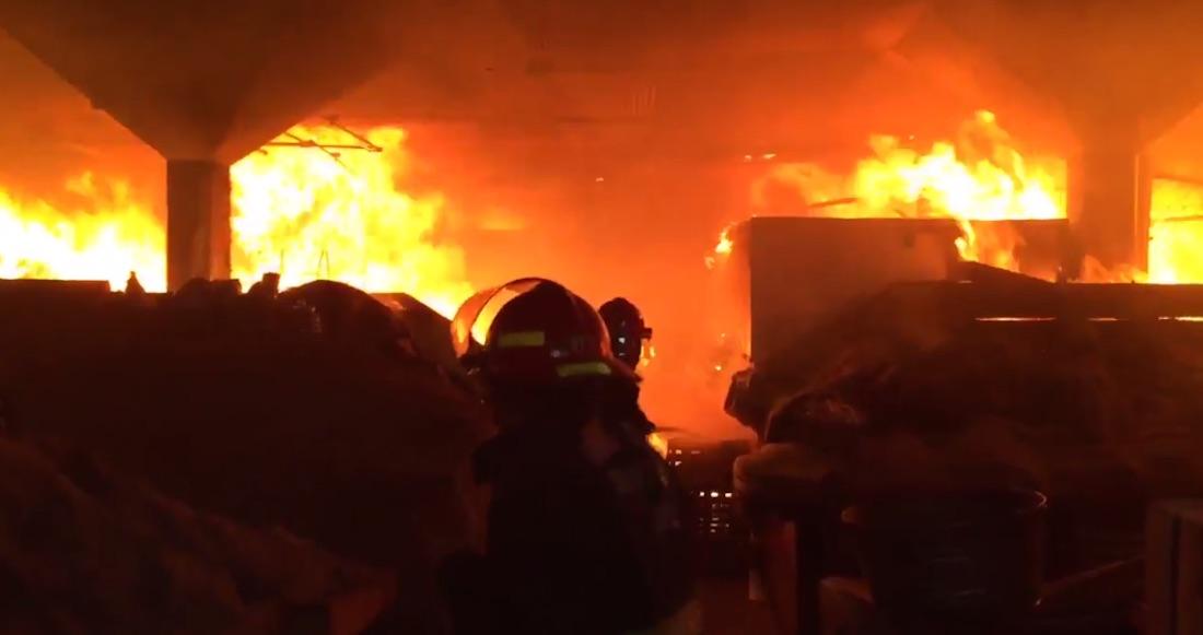 Sofocan incendio al interior del Mercado Alcalde