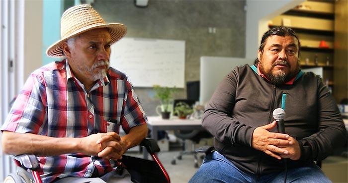 Germán Mendoza Nube y Flavio Sosa aseguran que el los maestros son parte esencial de la estructura comunitaria. Foto: Crisanto Rodríguez, SinEmbargo.