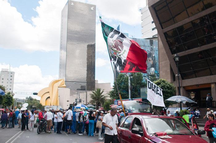 Maestros de la CNTE realizaron una marcha que inició en el metro Normal con rumbo a Bucareli. Foto: Cuartoscuro.
