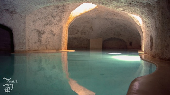 Nada en esta cueva natural y recibe los beneficios del agua. Foto cortesía de Zenti´k project