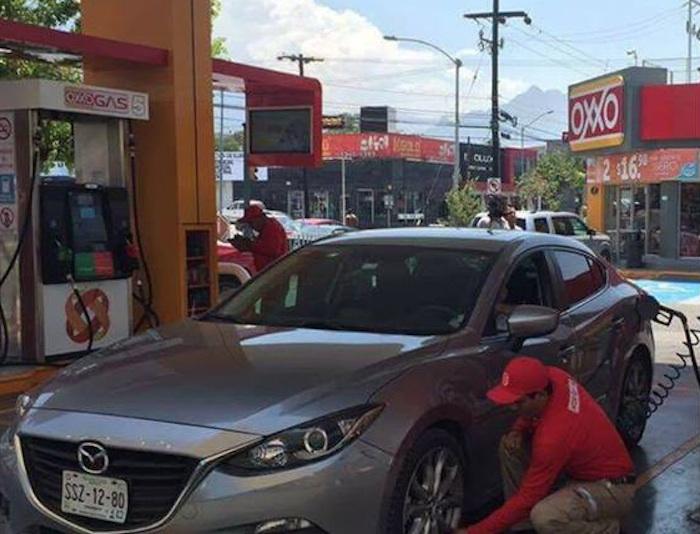 En México hay alrededor de 11 mil 400 estaciones de servicio, que atienden a un parque vehicular cercano a las 39 millones de unidades. Foto: GASOLINERAS OXXO GAS