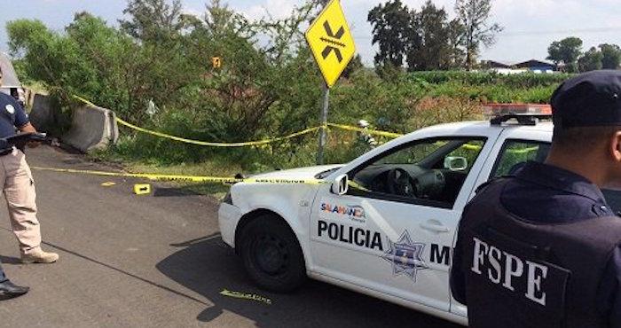 Tras el hallazgo de los tres ejecutados, el alcalde Salamanca, Antonio Arredondo, dijo que las muertes pueden estar relacionadas con la pelea de grupos criminales por el control de los hidrocarburos. Foto: Especial