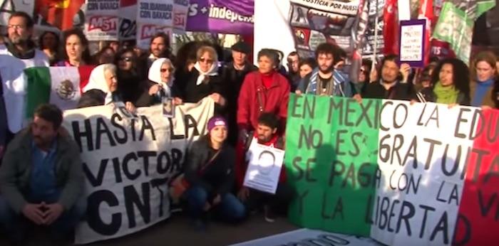Madres de la Plaza de Mayo, solidaridad con la CNTE. Foto: Especial