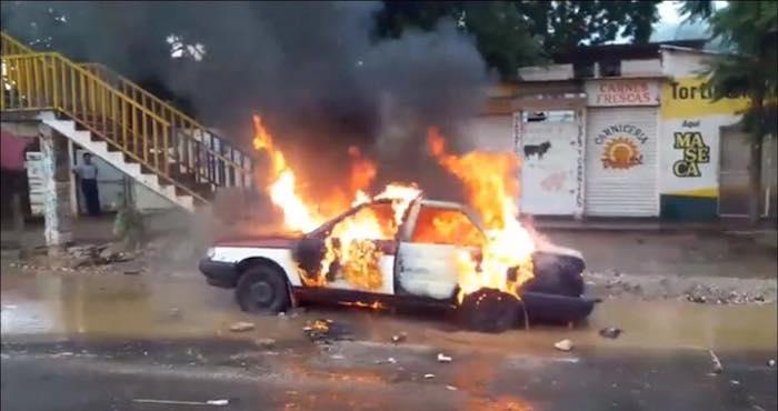 Reportan riña entre taxistas y mototaxistas en Oaxaca