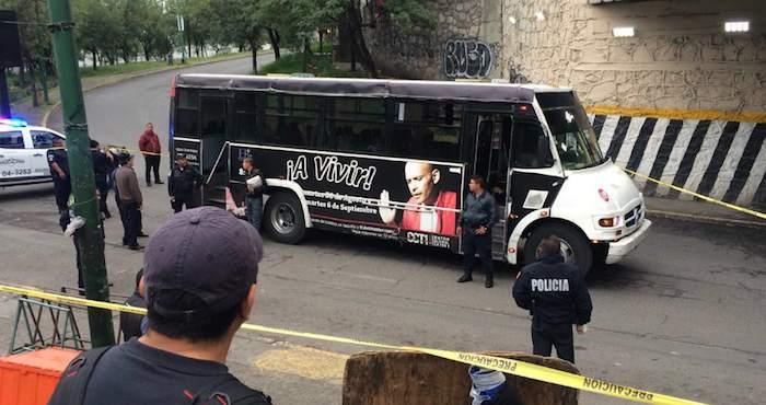 Resultado de imagen para Dos muertos durante enfrentamiento en autobus en ciudad mexico