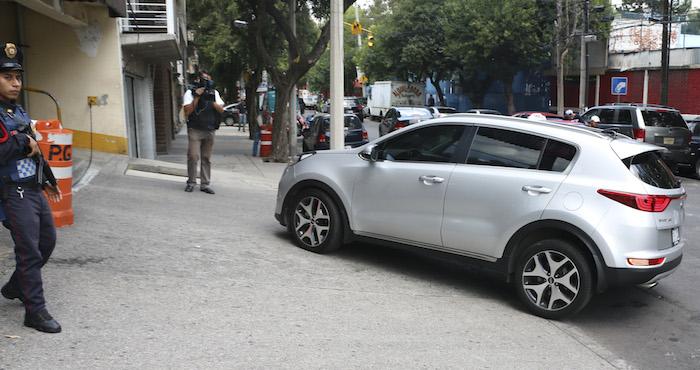 La cantante Belinda llegó  acompañada de su abogado abordo de una camioneta que ingreso al estacionamiento de dicha dependencia. Foto: Cuartoscuro
