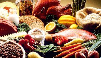El tipo de comida, la hora a la que se ingiere o algunas alergias, pueden causar la molesta hinchazón. Foto: Shutterstock.