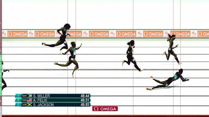Shaunae Miller se arroja sobre la meta para ganar el oro