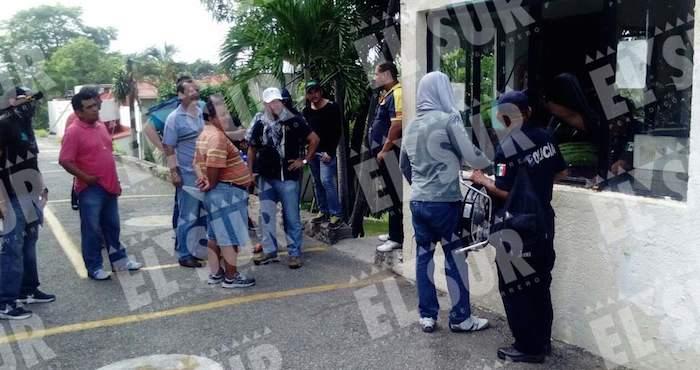 Pintas, desalojo y toma del ayuntamiento de Acapulco — CETEG