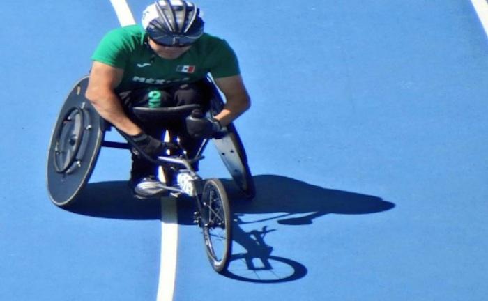 Edgar Cesáreo Navarro Sánchez, medalla de bronce en 100 metros T51. Foto: @CONADIS_MX
