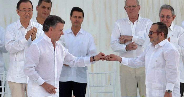 El Presidente mexicano, en el centro, durante los acuerdos de paz de Colombia. Foto: Presidencia de la República