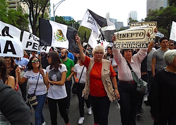 Protestan contra Peña horas antes del Grito
