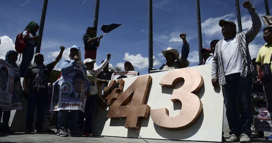 Detienen a ex jefe policial por caso de 43 estudiantes desaparecidos — México