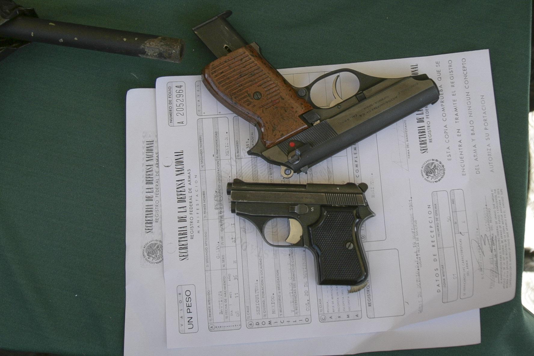 Expertos alertaron que sería un error permitir el uso de armas en vehículos y negocios. Foto: Juan Pablo Zamora, Cuartoscuro