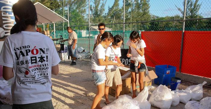 La comunidad japonesa que habita en Cancún puso un centro de ayuda humanitaria en el interior del estadio de beisbol Beto Avila. Foto: Archivo/ Cuartoscuro
