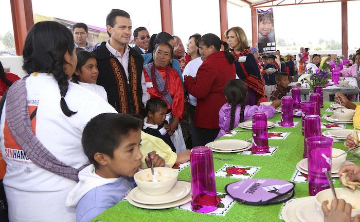 """""""Pareciera que la Sedesol quiere resolver el problema de seguridad alimentaria sólo con comedores"""", deice Ponce. Foto: Cuartoscuro"""