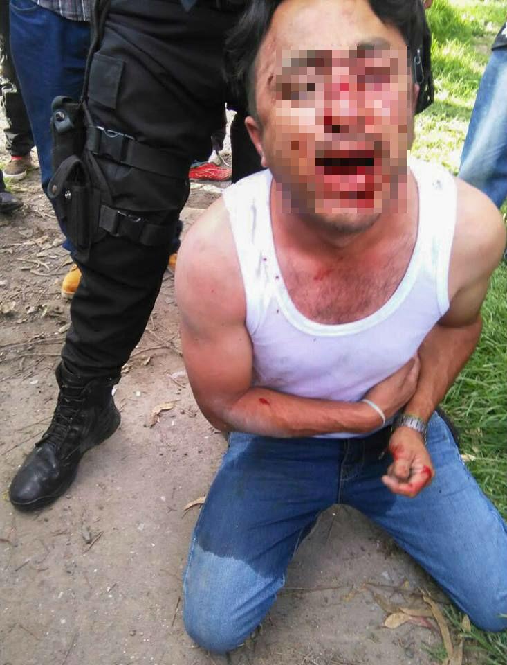 Un presunto secuestrador golpeado en Ecatepec. Foto: Cuartoscuro.