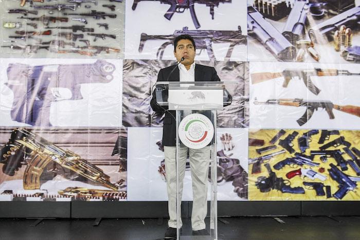 Jorge Luis Preciado, Senador del PAN, pretende que se permita la portación de armas en vehículos y negocios. Foto: Cuartoscuro