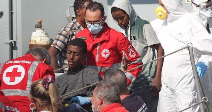 Reportan 240 muertos en naufragios frente a costas libias