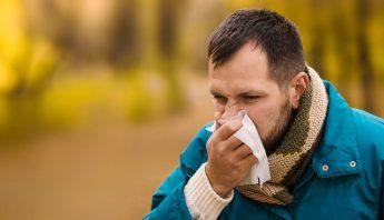 Hombre con un resfriado. Foto: Shutterstock/Archivo.