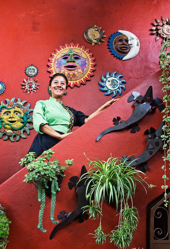 Es la chef del restaurante oaxaqueño Las Quince Letras. Foto: lasquinceletras.mx