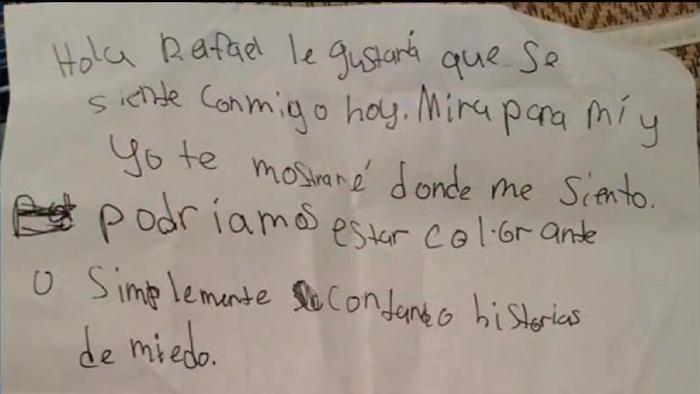 Niña usa traductor para invitar a mexicano a comer