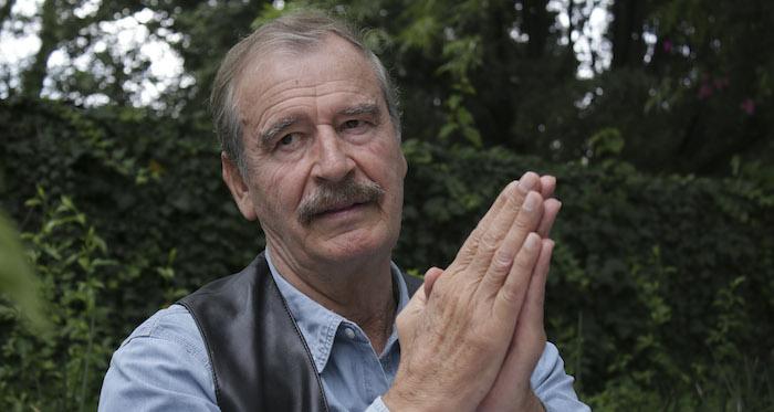 Y es que Vicente Fox no puede estar lejos de un micrófono. Necesita permanentemente hablar, hablar, hablar aunque sea para aportar a su propio escarnio público. Foto: Cuartoscuro.