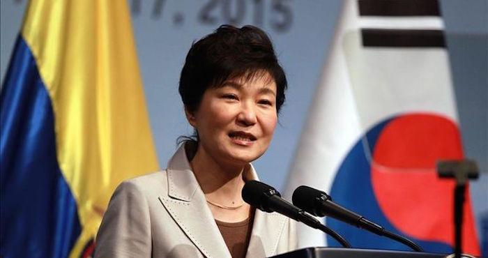 Presidenta Corea del Sur asume responsabilidad en escándalo por amiga