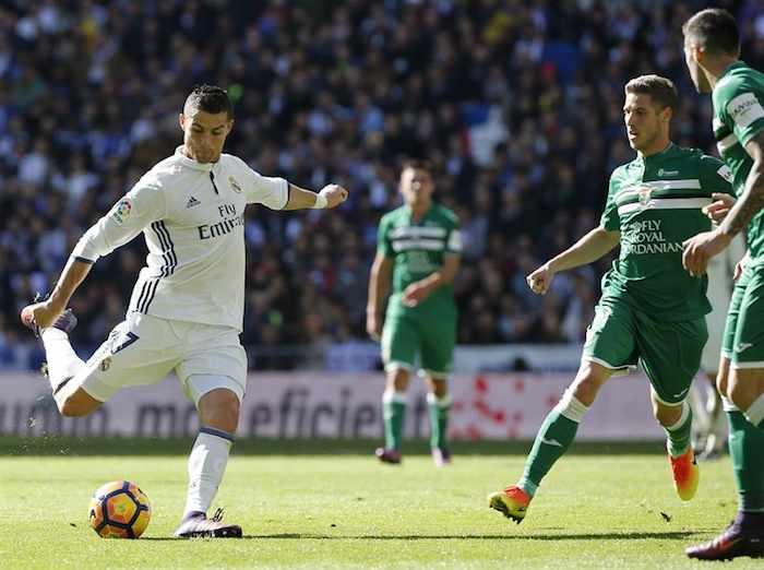 Cristiano Ronaldo firma hasta el 2021 con el Real Madrid