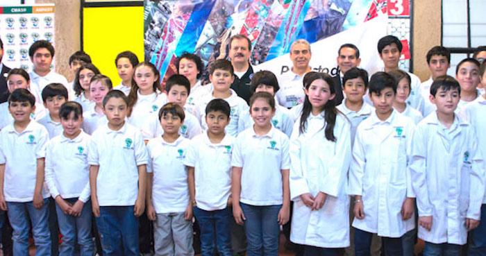 Niña genio mexicana termina maestría a los 16 años de edad