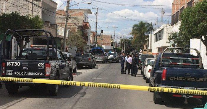 Foto: Policías de Guanajuato resguardan una escena del crimen. ZonaFranca