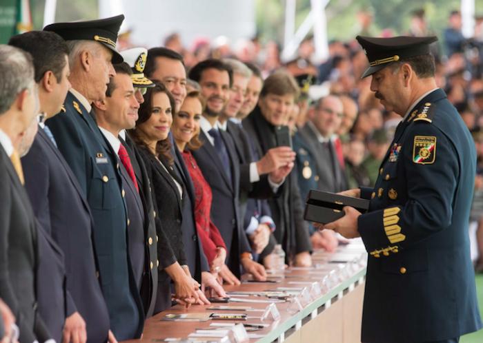 EPN llama a mexicanos a seguir ejemplo de las Fuerzas Armadas