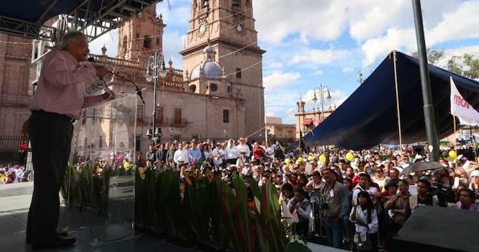El líder de Morena durante una asamblea en Uruapan, Michoacán. Foto: amlo.org