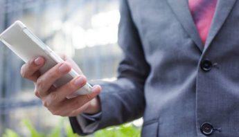 Lo importante no es la gama a la que pertenece el teléfono, sino las funciones profesionales que incorpora. Foto: TICbeat
