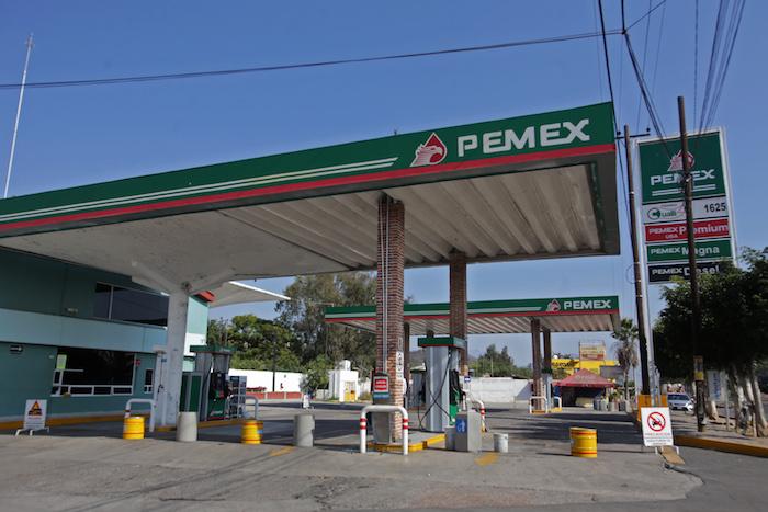 En algunas entidades del país el combustible ha sido escaso durante los últimos días, según han reportado los consumidores. Foto: Cuartoscuro