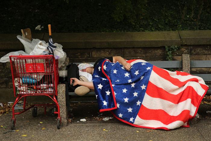 Un sin-casa en una calle de Estados Unidos. Foto: Wikipedia