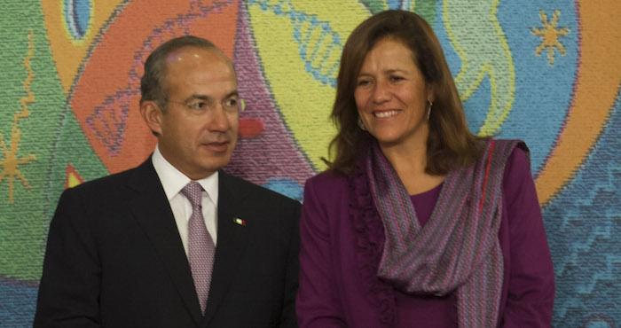 """Seguiremos viviendo en un país en el que la esposa de Felipe Calderón puede darse el lujo de manifestar su deseo de regresar a los soldados """"victoriosos"""" a sus cuarteles. Y soñar con ser Presidenta. Foto: Cuartoscuro"""