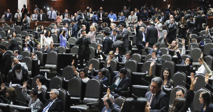 En definitiva, el posicionamiento de estos actores políticos y mediáticos ante un asunto rutinario como son los bonos de fin de año generan irritación. Foto: Cuartoscuro.
