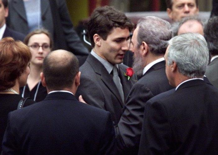 Justin Trudeau y Fidel Castro se encuentran en el funeral de Pierre Trudeau / Foto: Especial