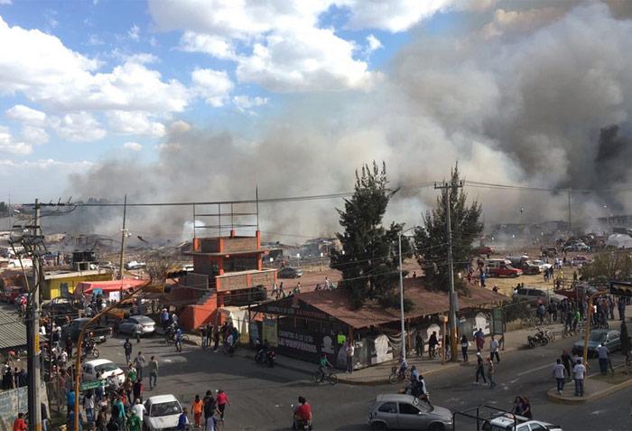 Las comunidades aledañas se cubrieron de humo. Foto: Xinhua