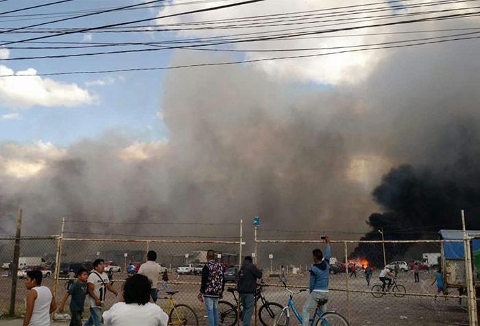 Los vecinos corrieron al mercado, a pesar de la advertencia de las autoridades. Foto: Xinhua