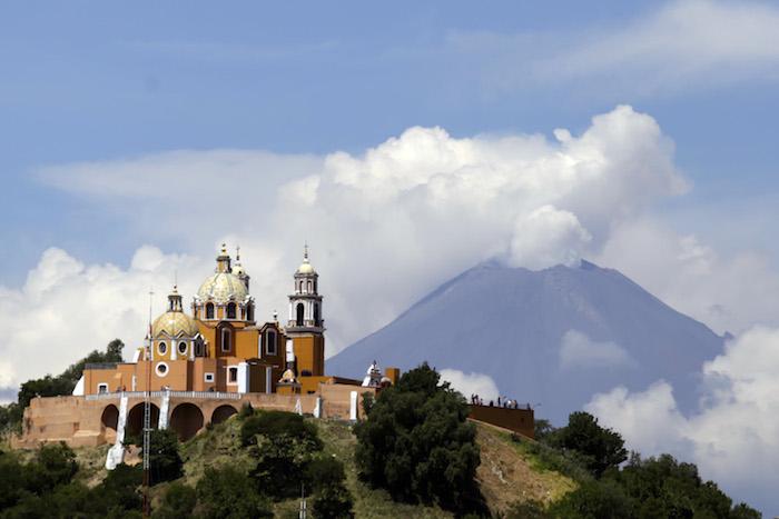 El volcán Popocatépetl visto desde San Andrés Cholula, puebla. Foto: Cuartoscuro