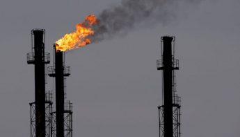 BUC13 BRAZI (RUMANÕA), 6/1/2009.- Chimeneas en la refinerÌa de gas y petrÛleo de Brazi, 60 kilÛmetros al norte de Bucarest, RumanÌa, hoy, martes 6 de enero. Seg˙n fuentes de la compaÒÌa rumana de gas Transgaz, el consorcio del gas ruso Gazprom ha dejado de bombear gas a estas instalaciones a las tres de esta madrugada (GMT 01:00). Como consecuencia de la crisis del gas entre Rusia y Ucrania, RumanÌa recibe dos tercios menos de gas ruso. EFE/Robert Ghement.