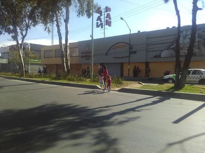Bodega Aurrera y panadería cerradas ante el temor de saqueos. Foto: SinEmbargo