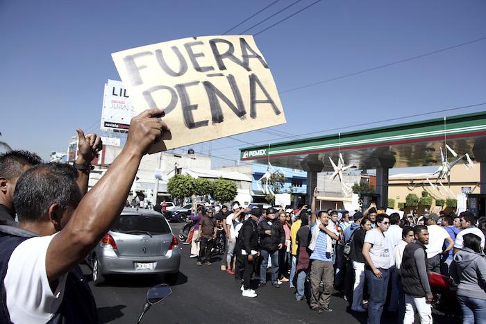 Protesta por el aumento del 20% en el precio del combustible, en EdoMex. Foto: Cuartoscuro
