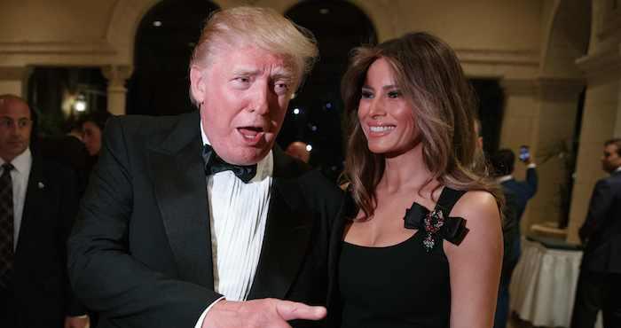 Donald Trump y su esposa Melania en una reunión con reporteros, el 31 de diciembre pasado, en Mar-a-Lago, en Palm Beach, Florida. Foto: Evan Vucci, AP.
